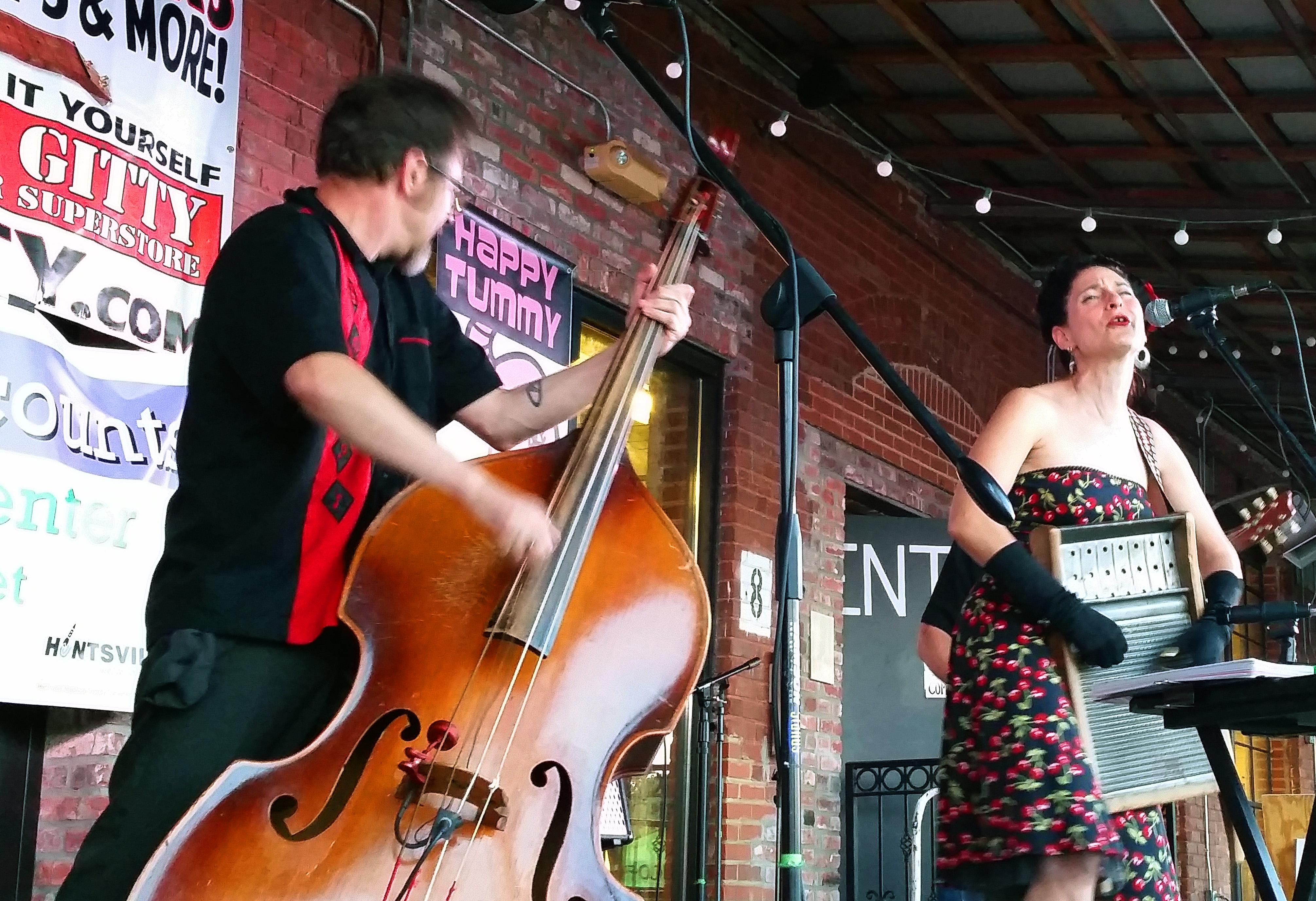 April Mae & the Junebugs (7)