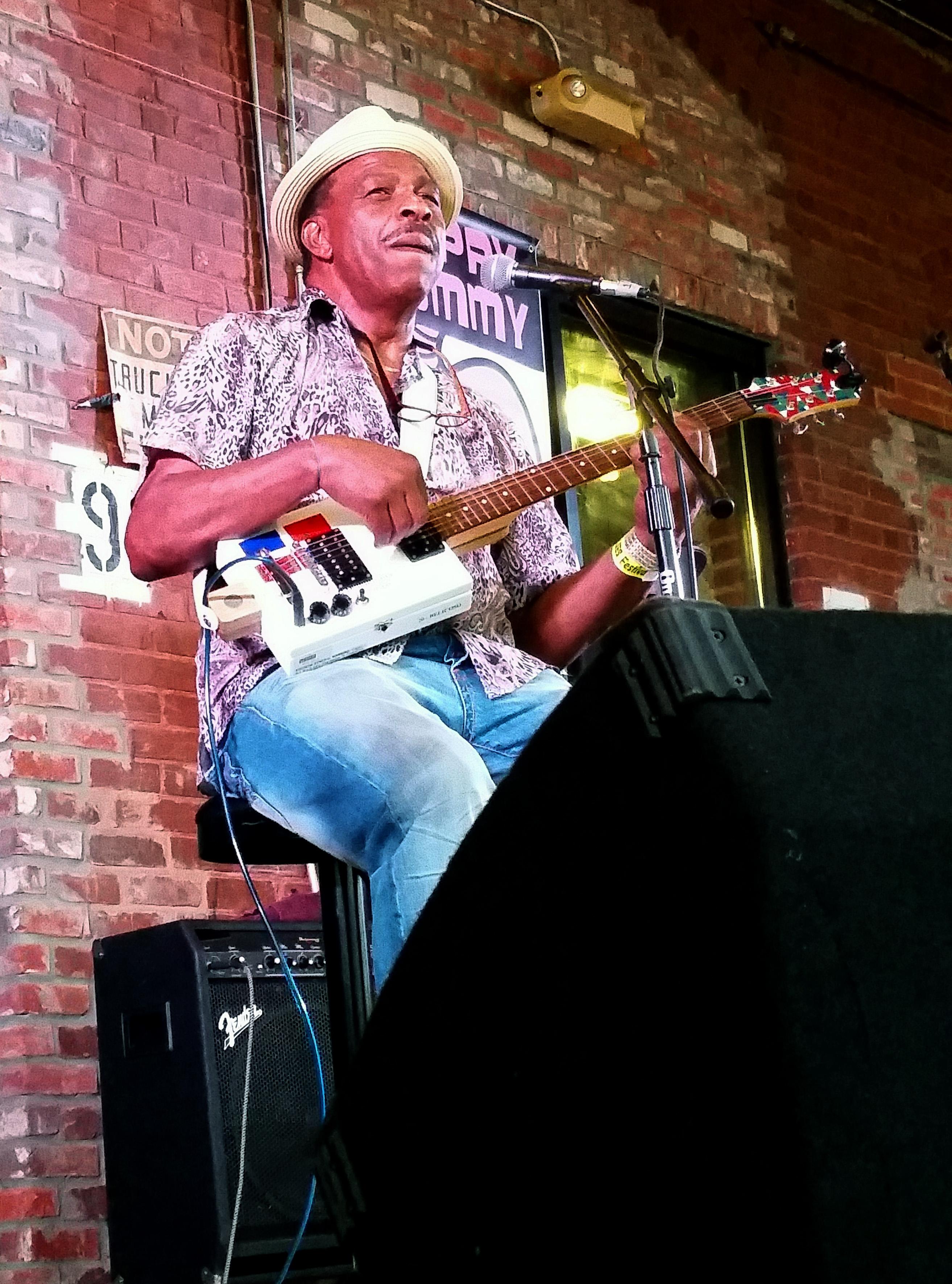 """Earl """"Guitar"""" Williams Onstage"""