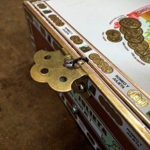 how to ground cigar box guitar pickups without a metal bridge. Black Bedroom Furniture Sets. Home Design Ideas